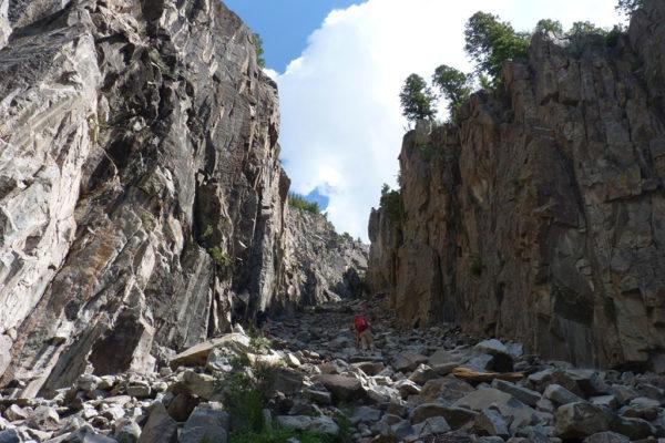 rock climbing at ophir cracked canyon